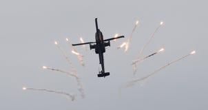 LEEUWARDEN NEDERLÄNDERNA - JUNI 11, 2016: Holländare AH-64 Apache a Royaltyfria Bilder