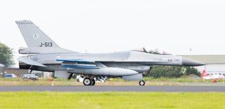 LEEUWARDEN NEDERLÄNDERNA - JUNI 11, 2016: Holländsk F-16 kämpe j Royaltyfri Fotografi