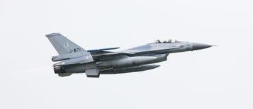LEEUWARDEN NEDERLÄNDERNA - JUNI 11, 2016: Holländsk F-16 kämpe j Royaltyfria Foton