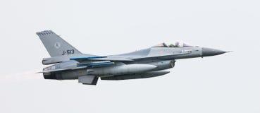LEEUWARDEN NEDERLÄNDERNA - JUNI 11, 2016: Holländsk F-16 kämpe j Fotografering för Bildbyråer