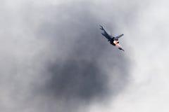 LEEUWARDEN NEDERLÄNDERNA - JUNI 11, 2016: Holländsk F-16 kämpe j Royaltyfri Bild