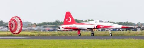 LEEUWARDEN NEDERLÄNDERNA - JUNI 10, 2016: Turkiskt flygvapen D Arkivfoto