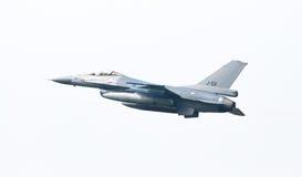 LEEUWARDEN NEDERLÄNDERNA - MAJ 26: Kämpe F-16 under en compa Arkivbilder