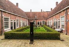 Leeuwarden, Nederland, 14 april 2018, Authentieke kleine cour Stock Foto