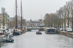 Leeuwarden, Nederland die, 14 april 2018, Mensen op Th varen stock afbeeldingen