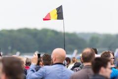 LEEUWARDEN, OS PAÍSES BAIXOS - 11 DE JUNHO DE 2016: Ondulação da bandeira de Bélgica Imagem de Stock