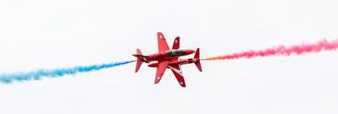 LEEUWARDEN, OS PAÍSES BAIXOS - 10 DE JUNHO DE 2016: Perf de RAF Red Arrows Fotografia de Stock