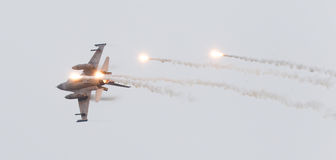 LEEUWARDEN, PAESI BASSI - 11 GIUGNO 2016: Caccia F-16 olandese J immagini stock