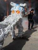 Leeuwen en voetzoekers - Chinees Nieuwjaar Royalty-vrije Stock Afbeeldingen
