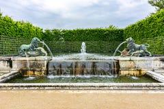 Leeuwfonteinen in de tuinen van Versailles, Parijs, Frankrijk stock afbeelding