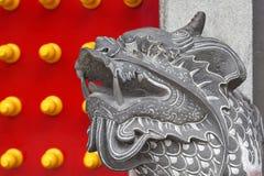 Leeuwstandbeeld bij tempel Stock Foto's