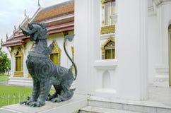 Leeuwstandbeeld in Boeddhistisch tempel/Leeuwstandbeeld Royalty-vrije Stock Fotografie