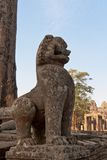 Leeuwstandbeeld in de oude Boeddhistische tempel Stock Foto