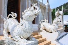 Leeuwstandbeeld in Wat Khoi Stock Afbeelding