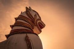 Leeuwstandbeeld in wat Wang wiwekaram in Kanchanaburi, Thailand Stock Foto