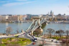 Leeuwstandbeelden bij Szechenyi-Kettingsbrug over Donau Royalty-vrije Stock Afbeeldingen