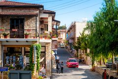 LEFKARA,塞浦路斯- 2011年10月15日:在大街的看法  库存图片