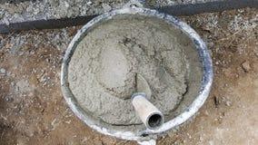 Leg bakstenen met cement mengt ton, mortierbeton Stock Foto's