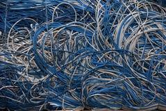Lega il bianco con un cavo blu Fotografia Stock Libera da Diritti