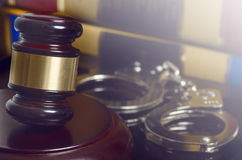 Legal concept gavel and handcuffs Royalty Free Stock Photography