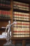 Legale Statue Themis der Rechtsanwaltsbüros Stockbilder