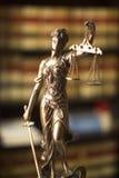 Legale Statue Themis der Rechtsbibliothek Lizenzfreies Stockfoto