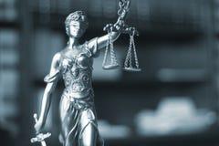 Legale Statue Themis des Rechtsanwaltsbüros Stockfotos
