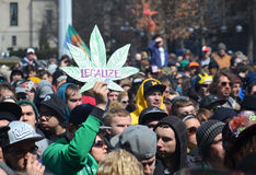 Legaliseer teken in Ann Arbor Hash Bash 2014 royalty-vrije stock foto's