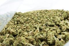 Legalización, mala hierba y pote de la marijuana fotografía de archivo libre de regalías