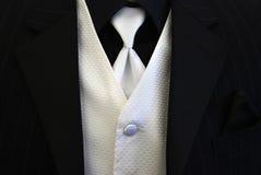 Legame bianco e maglia dello smoking nero Immagine Stock
