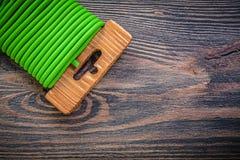 Legame di cavo molle sul concetto di agricoltura del bordo di legno Fotografia Stock