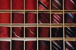 Legami di colore rosso Immagini Stock