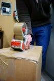 Legare scatola con un nastro B Fotografia Stock Libera da Diritti