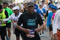 Legatlöparedeltagande i den 30th LAmaratonupplagan Arkivbild