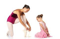 Legatura dei pattini di balletto fotografia stock