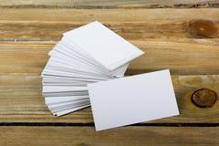 Lege adreskaartjes op de houten lijst Malplaatje voor identiteitskaart Hoogste mening Royalty-vrije Stock Afbeelding