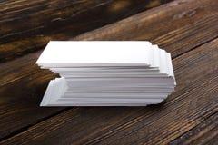 Lege adreskaartjes op de houten lijst Malplaatje voor identiteitskaart Hoogste mening Stock Afbeelding