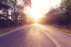 Lege asfaltweg en zonsondergang Royalty-vrije Stock Foto