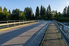lege asfaltweg in het platteland in de zomer - de wijnoogst ziet eruit Stock Afbeelding