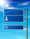 Lege blauwe verkeersverkeersteken op hemelachtergrond Royalty-vrije Stock Foto