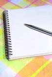 Lege Blocnote met pen Royalty-vrije Stock Afbeeldingen