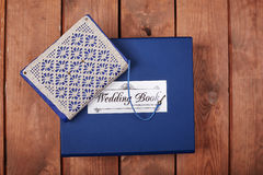 Lege blocnote op een houten oppervlakte Uitstekende reeks van voorwerp Royalty-vrije Stock Foto