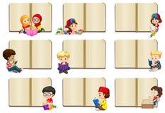 Lege boekmalplaatjes met jonge geitjes stock illustratie