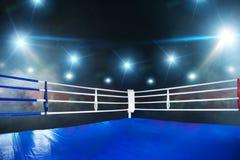 Lege boksring, mening op hoek met witte kabels royalty-vrije stock foto