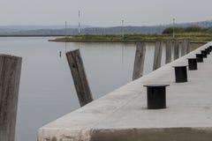 Lege boothaven in de ochtend stock foto