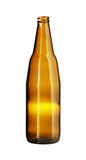 Lege Bruine die Bierfles op witte achtergrond wordt geïsoleerd Stock Foto's