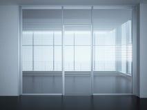 Lege bureauruimte met glasmuren en deuren Royalty-vrije Stock Afbeeldingen