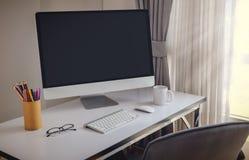 Lege computerdesktop met toetsenbord, agenda en andere toebehoren Royalty-vrije Stock Foto's