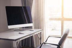 Lege computerdesktop met toetsenbord, agenda en andere toebehoren Stock Afbeelding