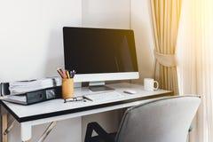Lege computerdesktop met toetsenbord, agenda en andere toebehoren Royalty-vrije Stock Afbeelding